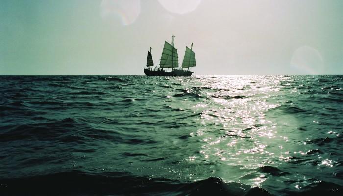 Héraclitus, le bateau noir
